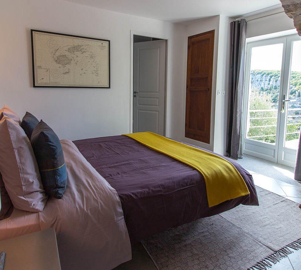 180 Balazuc Ardèche gîte charme vue panoramique jacuzzi chambre intime