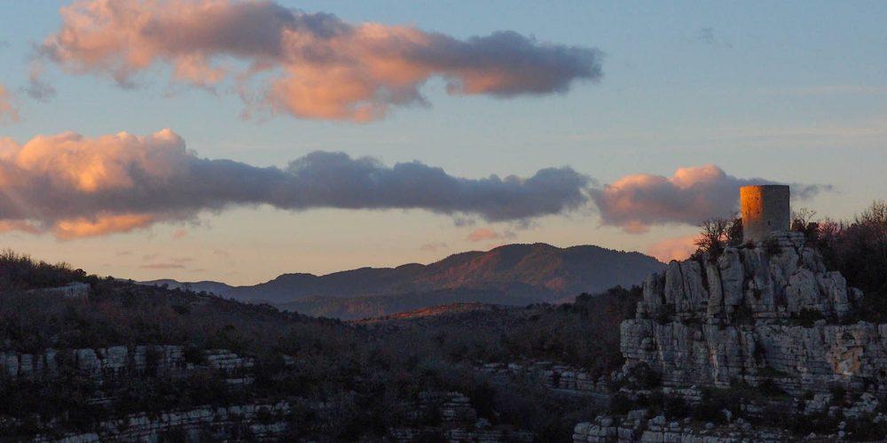 180 Balazuc Ardèche gîte charme vue panoramique jacuzzi falaises tour reine jeanne