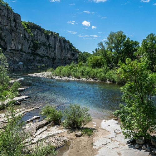180 Balazuc Ardèche gîte charme vue panoramique jacuzzi route défilés Ruoms
