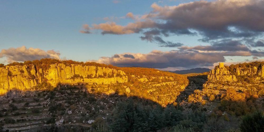 180 Balazuc Ardèche gîte charme vue panoramique jacuzzi terrasse  coucher soleil tour reine Jeanne lumière
